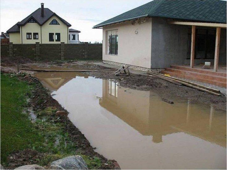 Как отвести воду с участка дешевый способ