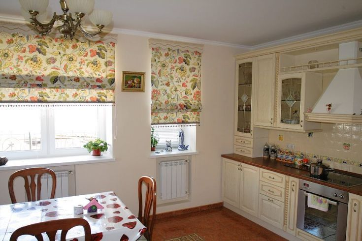 30 фото Римские шторы в интерьере кухни