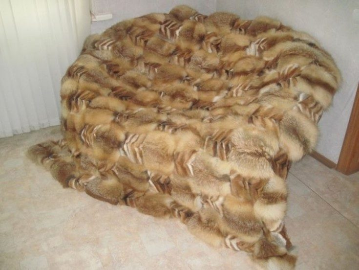 Накидки на диван и кресло: виды, как выбрать