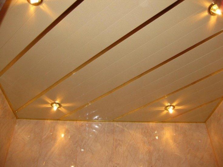 (+85 фото) Красивая отделка потолка в ванной комнате панелями ПВХ 85 фото