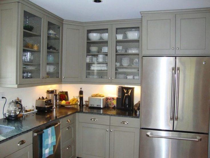Белая кухня с черной столешницей фото в интерьере